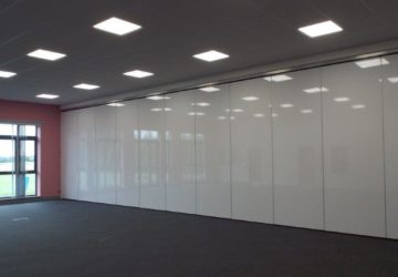 Acoustic Movable Wall splitting a large room into two